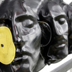 Sculptures made out of melted vinyl records (11 images)